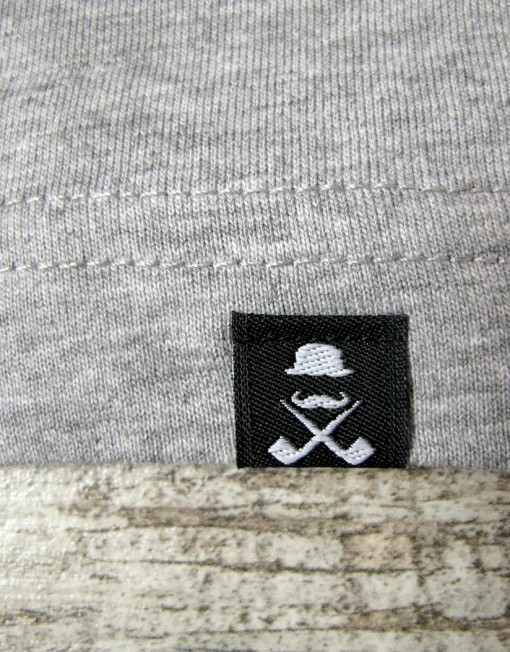 camiseta_hombre_gris_etiqueta